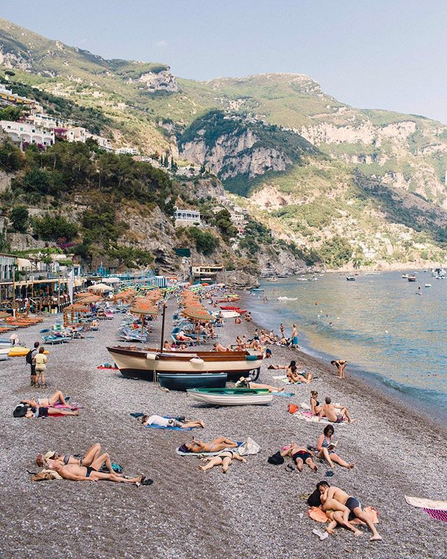 Positano, Picture perfect. PS. That couple in the bottom right, make this photo 👌🏻Wishing I could find them so I could give it to them. The kind of image they will love in 50 years ❤️ // #alifeofsims #taylorcolephototravels