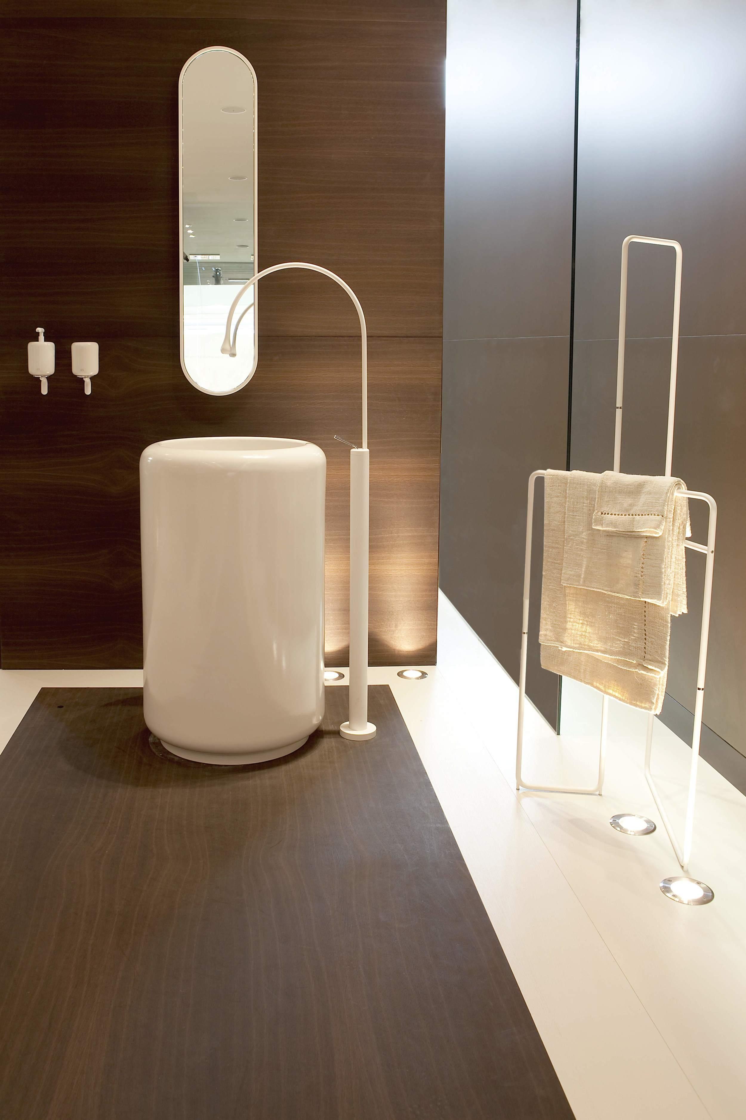 Gessi-Goccia-pedestal-sink.jpg