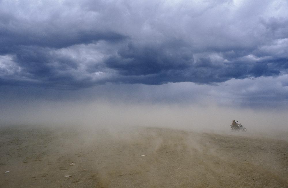 ninjas_gold_mongolia_dust_storm_gobi_sven_zellner.jpg