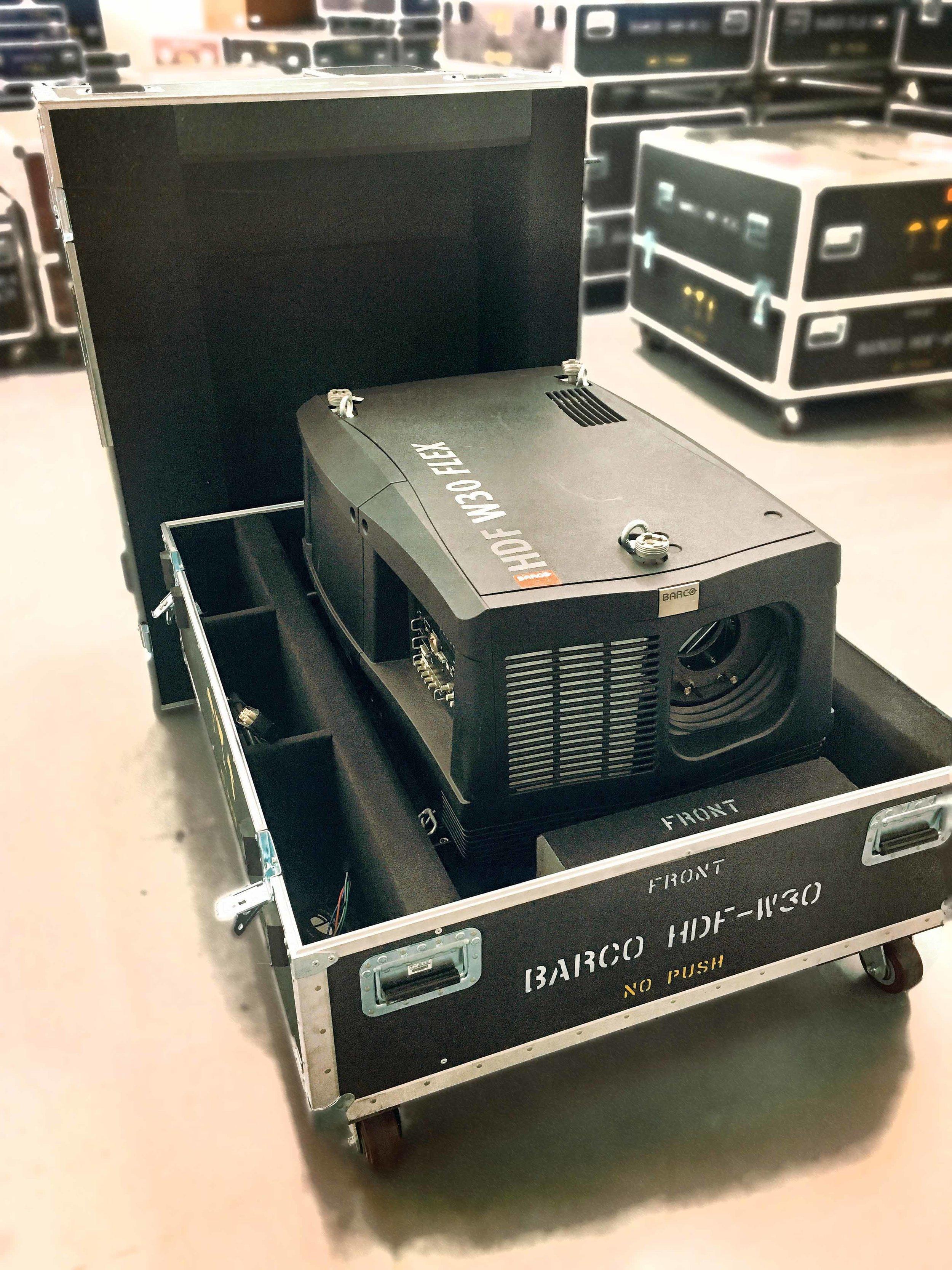 Barco HDF-W30 Projector
