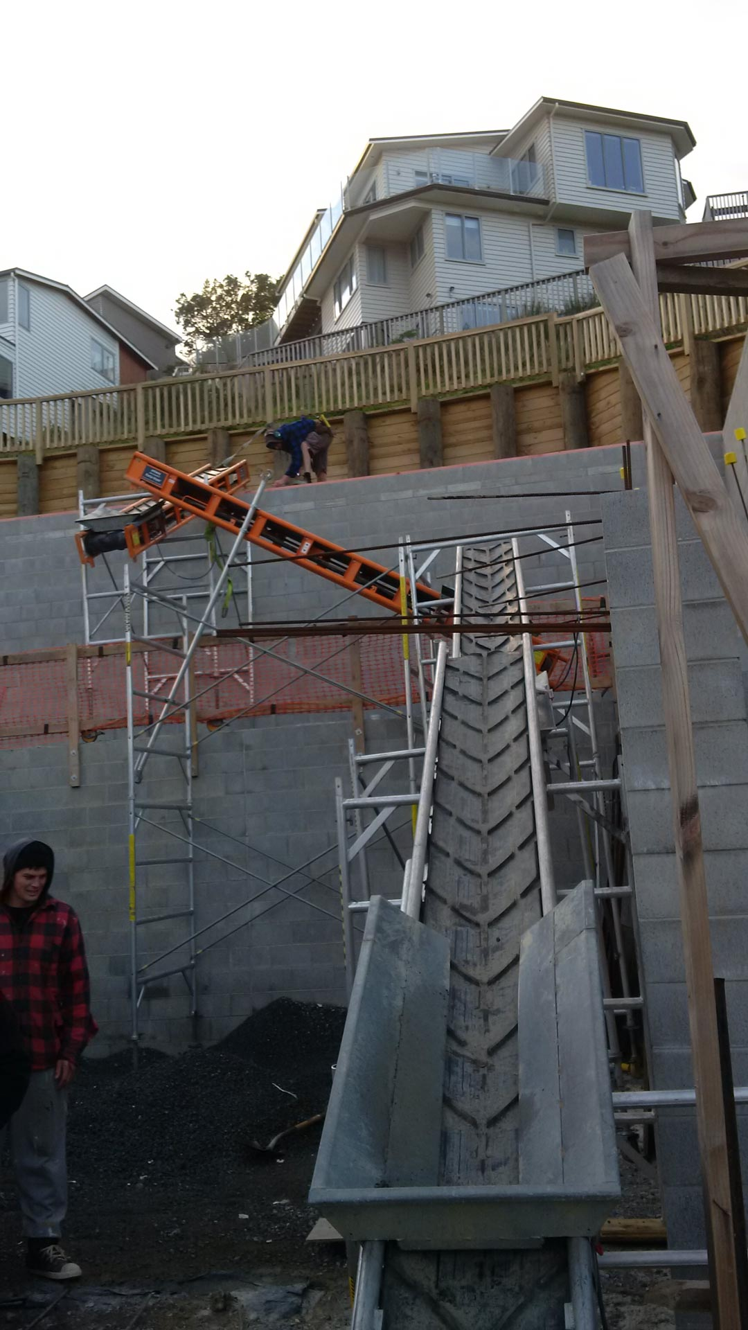 Backfilling high retaining wall