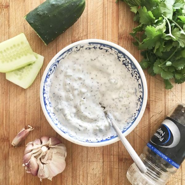 Tzatziki salsa de yogur vegana