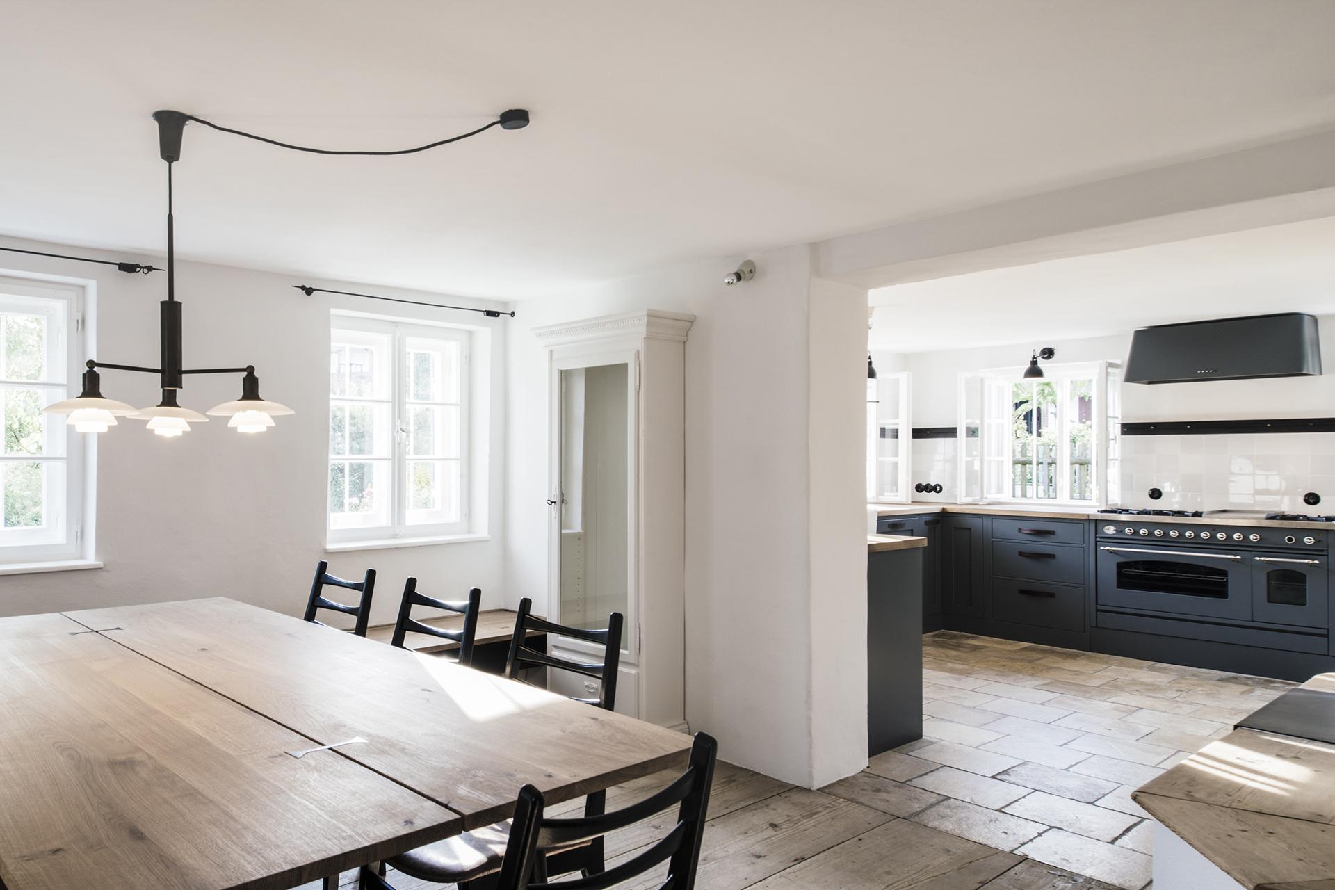 013-interior-design-residential-farmhouse-renovation-buero-philipp-moeller.jpg