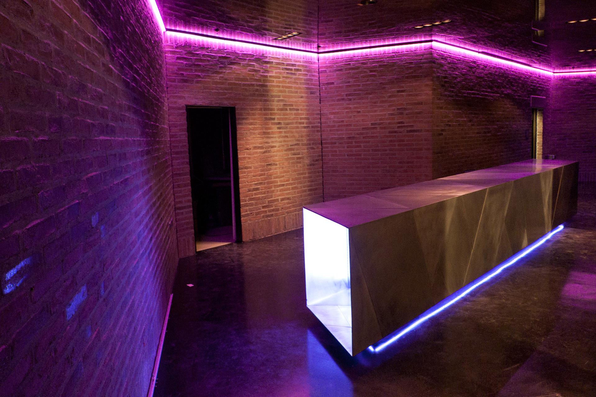 001-interior-design-hospitality-night-club-bar-skybar-muenchen-buero-philipp-moeller.jpg