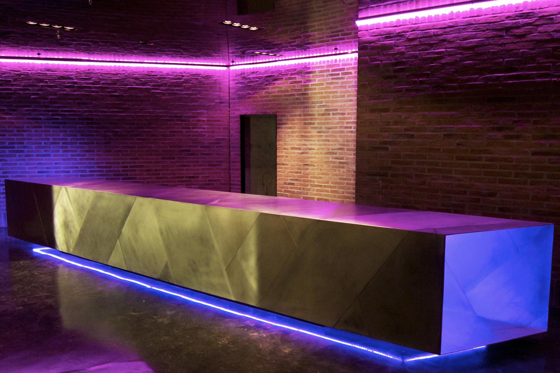 008-interior-design-hospitality-night-club-bar-skybar-muenchen-buero-philipp-moeller.jpg