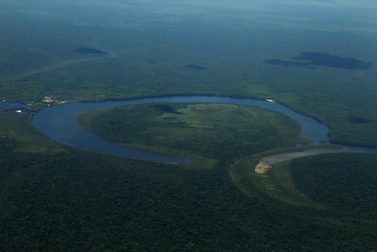 Der Vichada ist einer der wenigen Flüsse in Kolumbien, die nicht bereits für das Sportfischen erschlossen wurden die Tucunaré oder Peacock Bass Fische die in diesem Fluss gefangen wurden sind riesige Exemplare mit mehr als 23 Pfund Gewicht. Foto mit freundlicher Genehmigung  :   Filiberto Pinzón Acosta