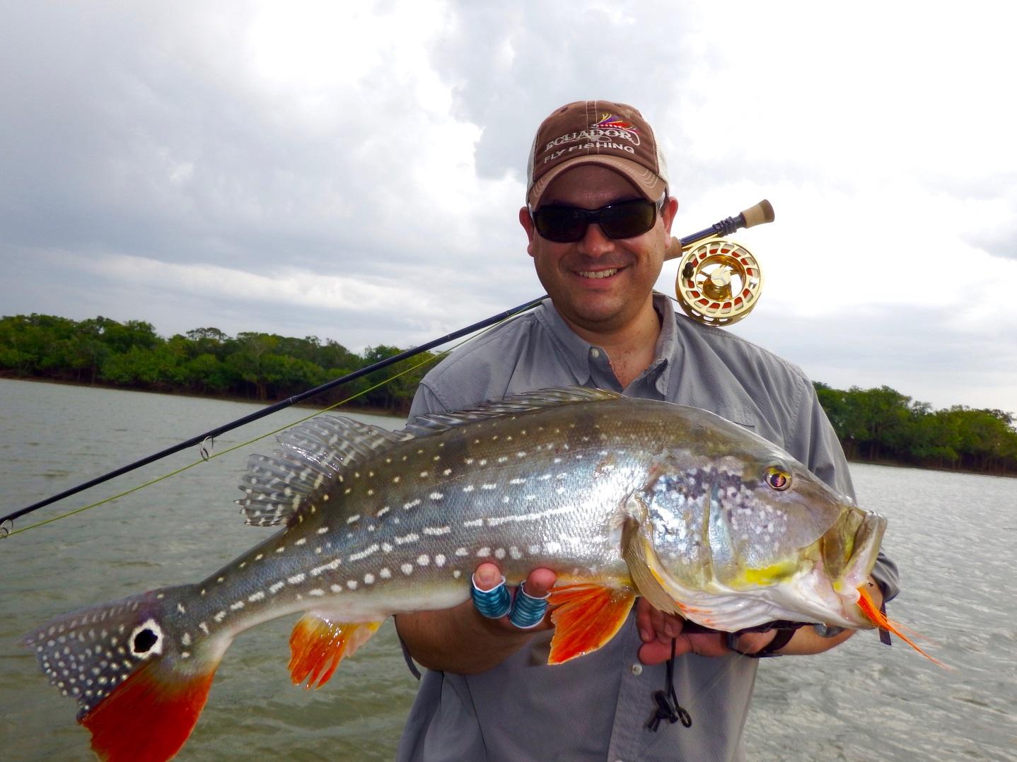 Javier Guevara mit einem gigantischen Tucunare Lapa (Cichla Temensis), einer weiteren Art Peacock Bass
