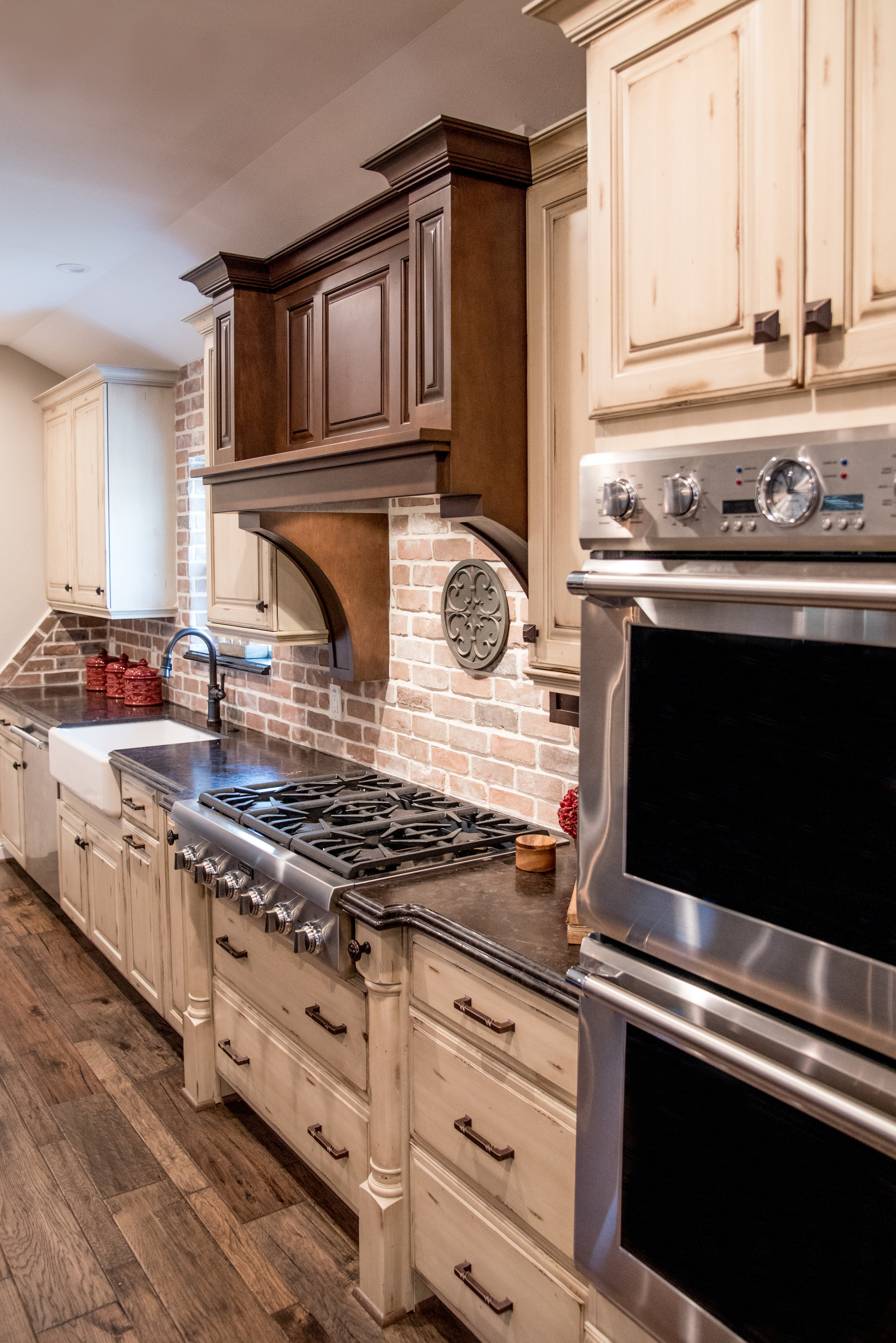 kitchen cabinets 2.jpg