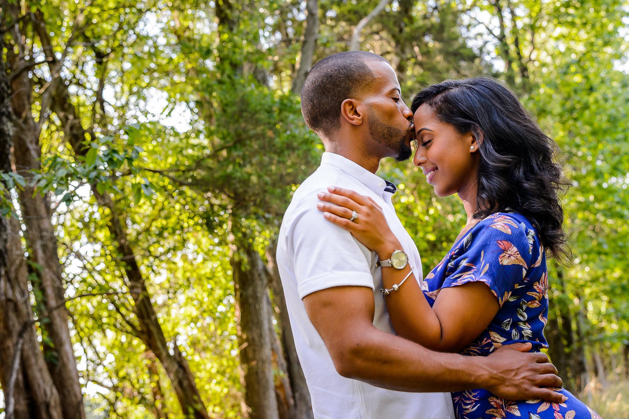 021-christopher-jason-studios-washington-dc-national-gallery-of -art-engagement-session-ethiopian-eritrean-couple-embraces-in-trees.jpg