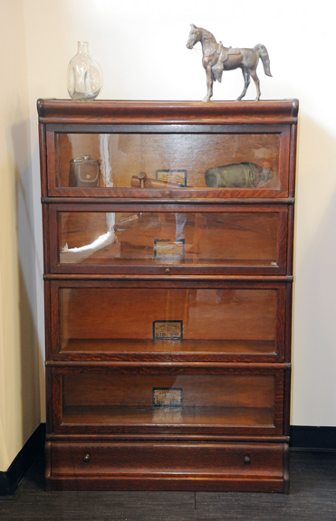 display_cabinet_DEB_0231_72ppi.jpg