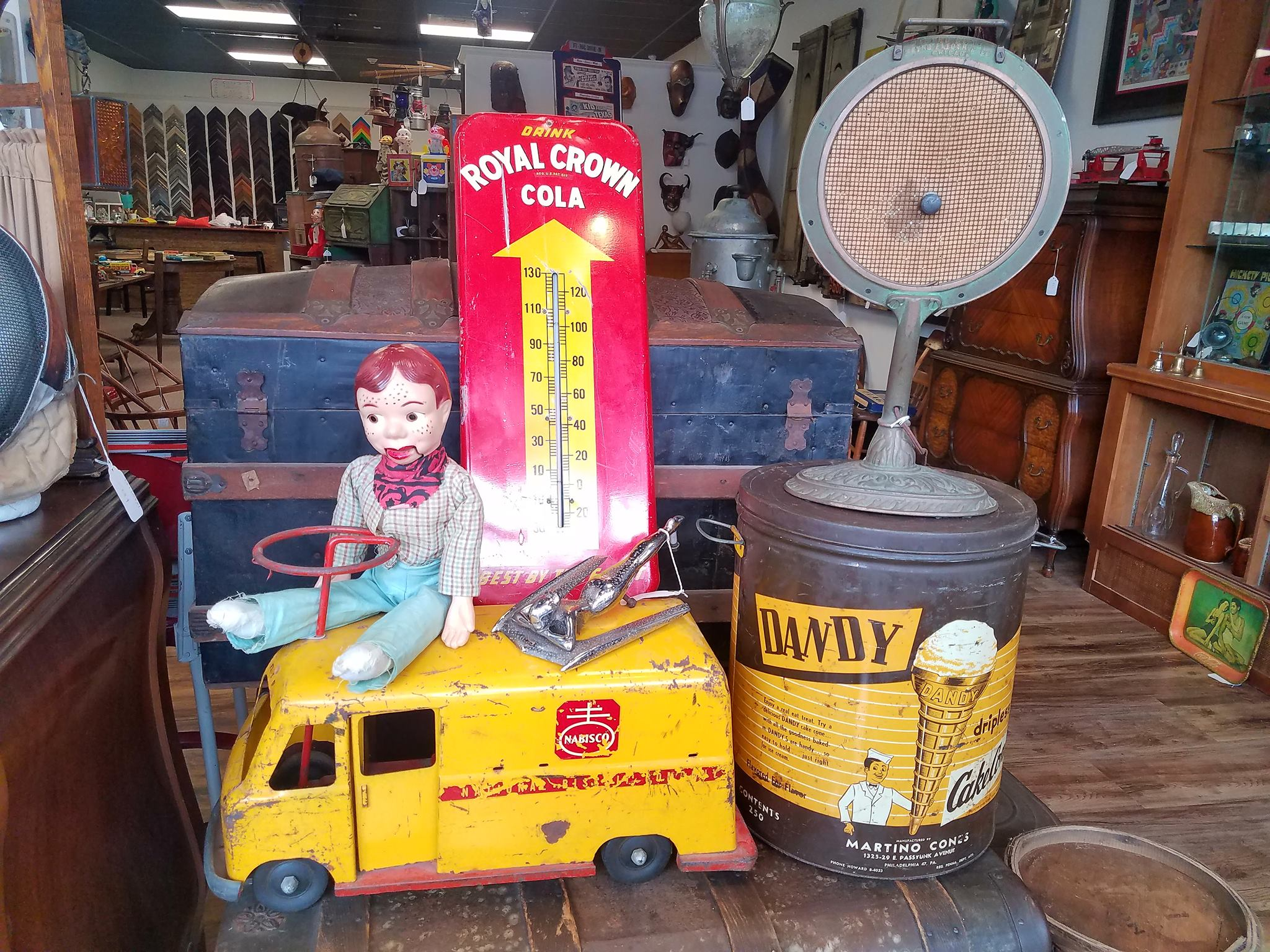 howdy-doody-on-bus-with-other-antiques.jpg