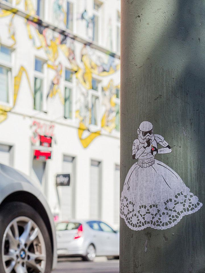 street_art_andre_levy_zhion_stormtroopers_luminous_beings_frankfurt_1b.jpg