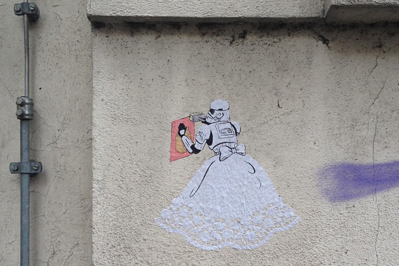 street_art_andre_levy_zhion_stormtroopers_luminous_beings_frankfurt_4.jpg