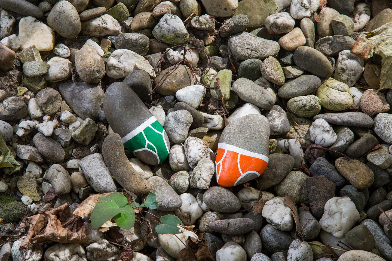 street_art_andre_levy_zhion_intervention_underpants_briefs_frankfurt_germany_garden_green_orange.jpg