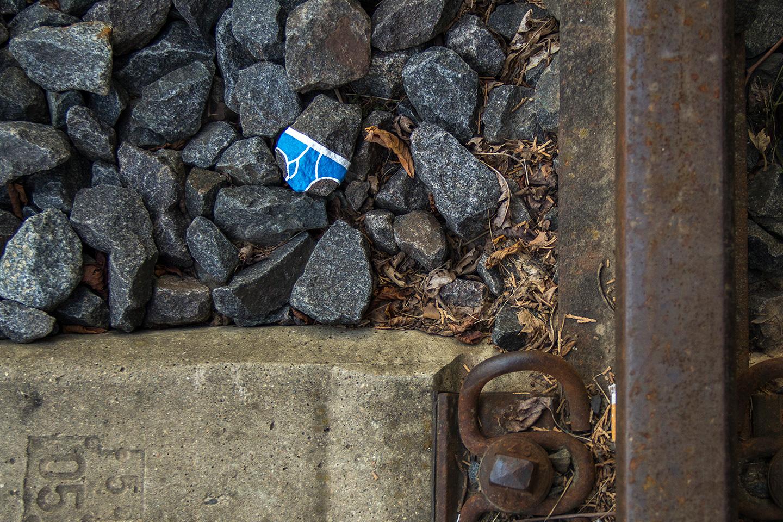 street_art_andre_levy_zhion_intervention_underpants_briefs_frankfurt_germany_main_trainline_blue.jpg
