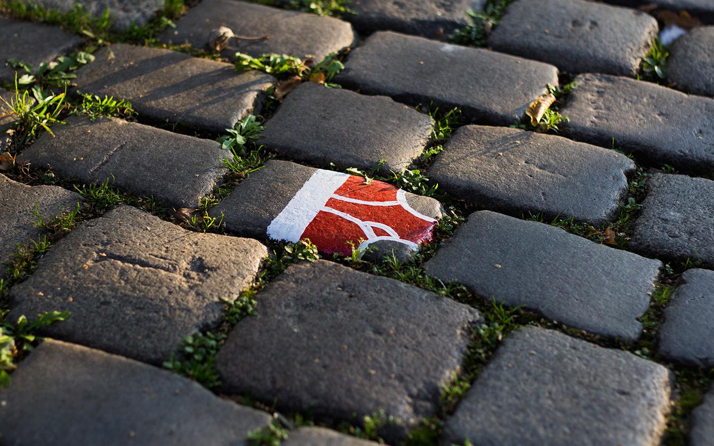 street_art_andre_levy_zhion_intervention_underpants_briefs_frankfurt_germany_main_sidewalk_red.jpg
