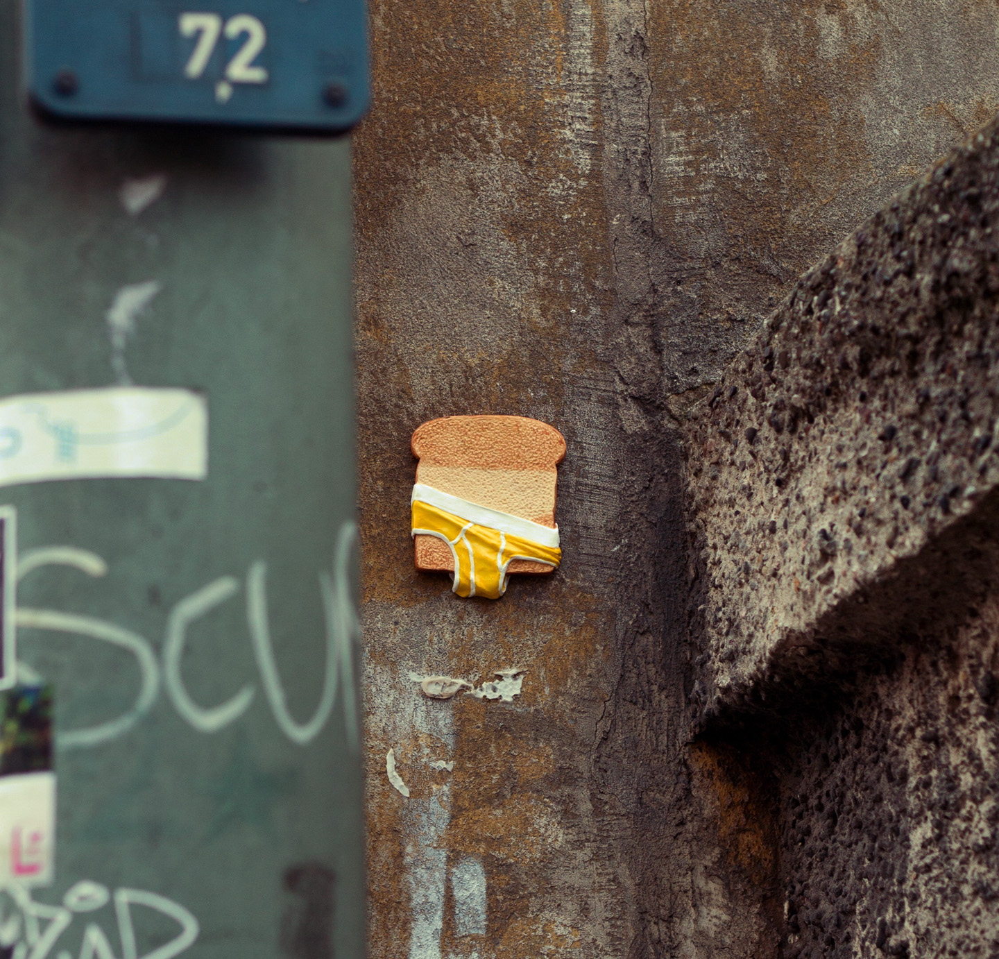 mixed_media_illustration_andre_levy_zhion_toast_croque_copain_street_art_urban_sculpture_3.jpg