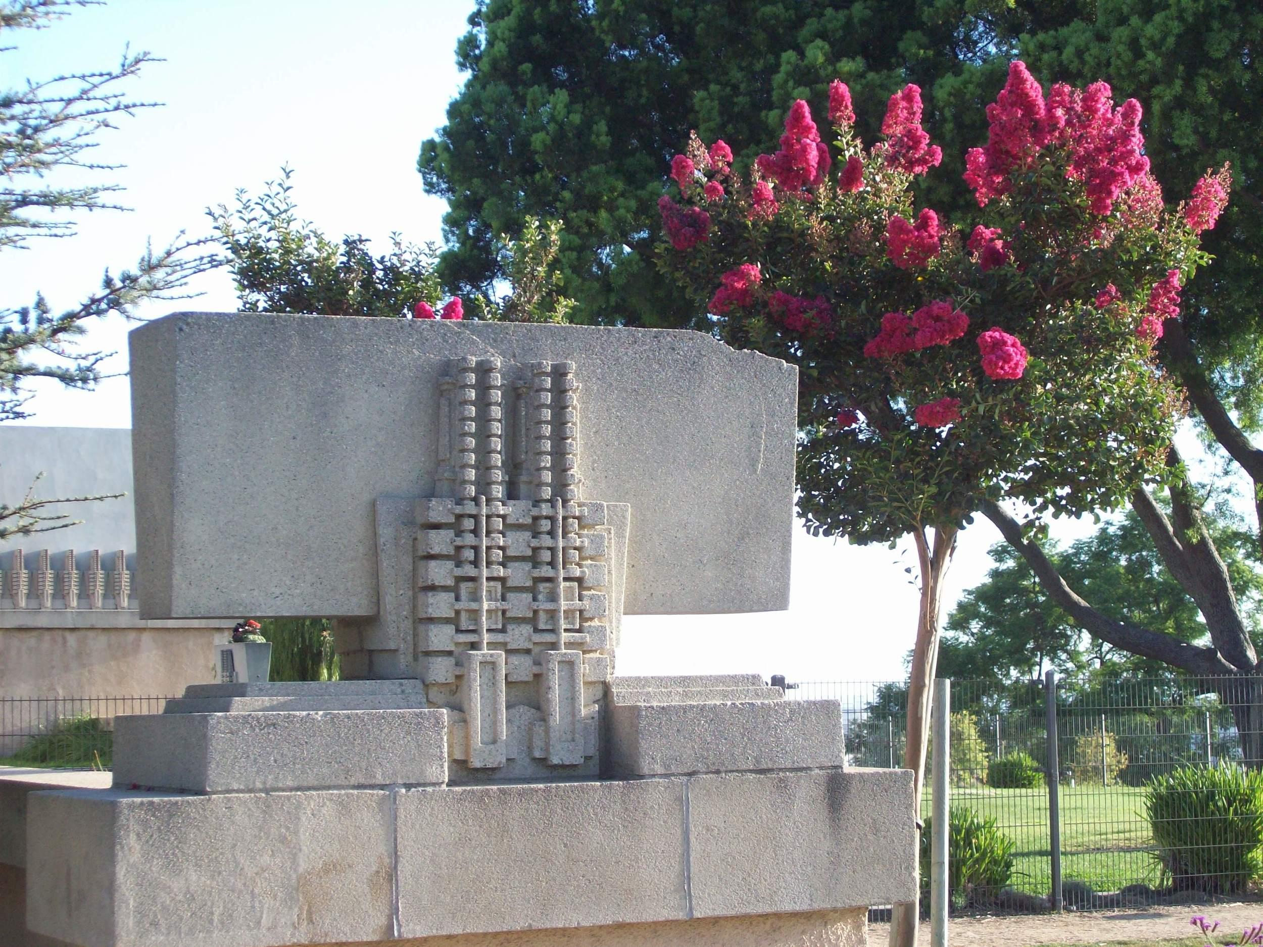 hollyhock flowertree.JPG