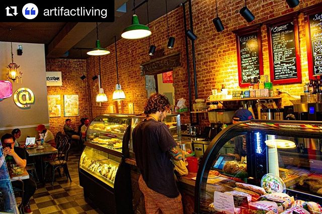 ❤️ to @artifactliving ・・・ Hamilton's Bakery is one of our favorite spots for coffee sipping and cinnamon roll eating ☕ - Try the BACON cinnamon roll if you're feeling dangerous 🥓 - What's your regular order there?! Let us know below👇