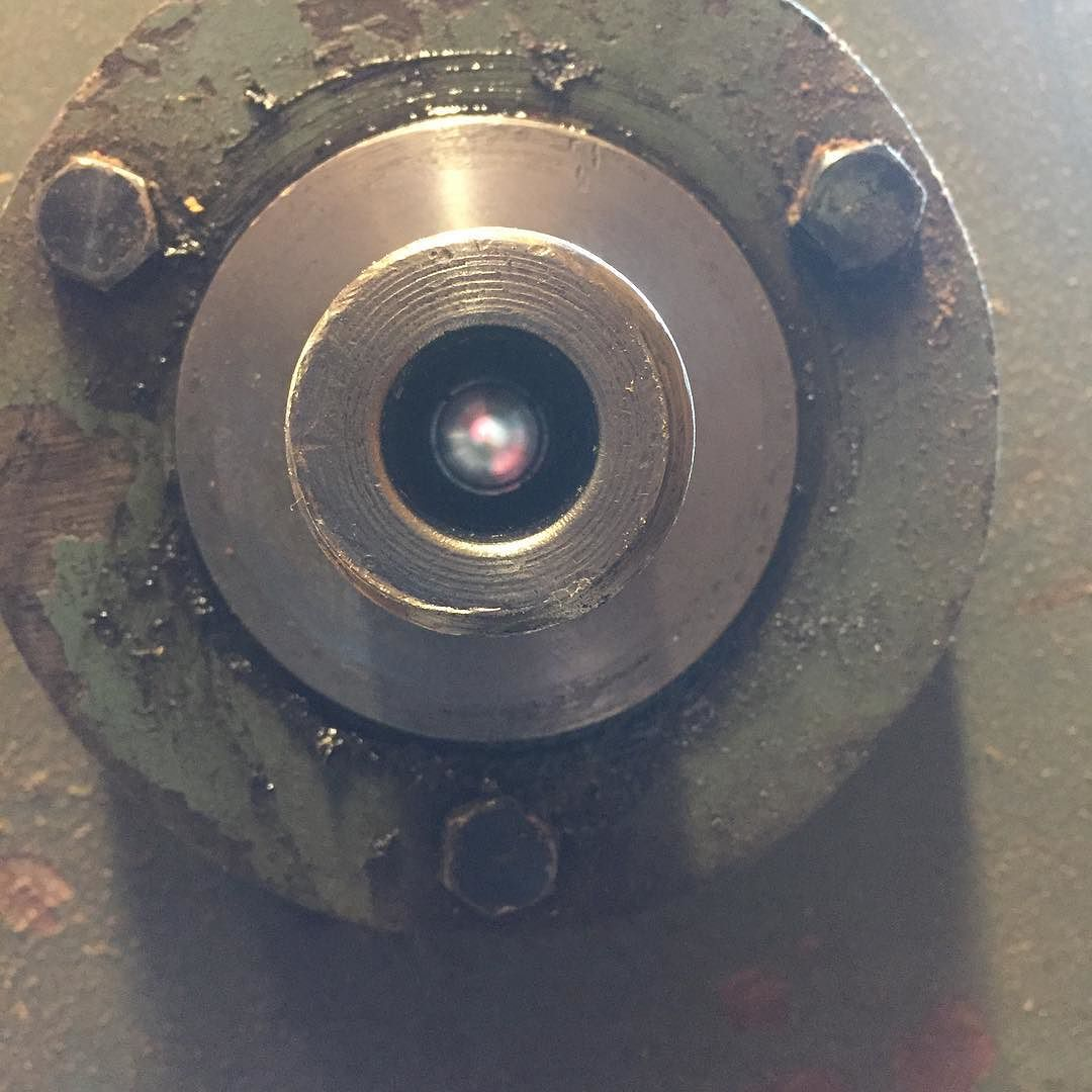So I finally drilled a through hole in the spindle of my Wadkin RS lathe. Now I can easily knock stuck things from the MT#2 headstock and also keep my eyes open for a vacuum chuck.   Pic 3 of 3…  #wadkin #lathe #turning #drilling #rs  http://ift.tt/1YQo0Tz