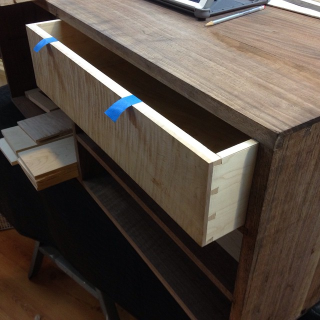 I finally got the first drawer for Kelvin's workbench finished up and fit to the carcass today! More pics to come…  #dovetails #workbench #walnut #mcmfurniture #woodworking #finewoodworking #joinery #joint #cabinet #handmade #drawer #maple  http://ift.tt/1KFbPof