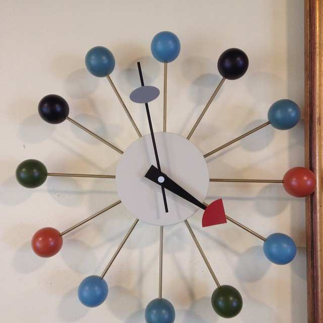 George Nelson ball clock - it's so beautiful  #clock #Georgenelson #midcentury #mcm #midcenturymodern #beontime  http://ift.tt/1Di6AYZ