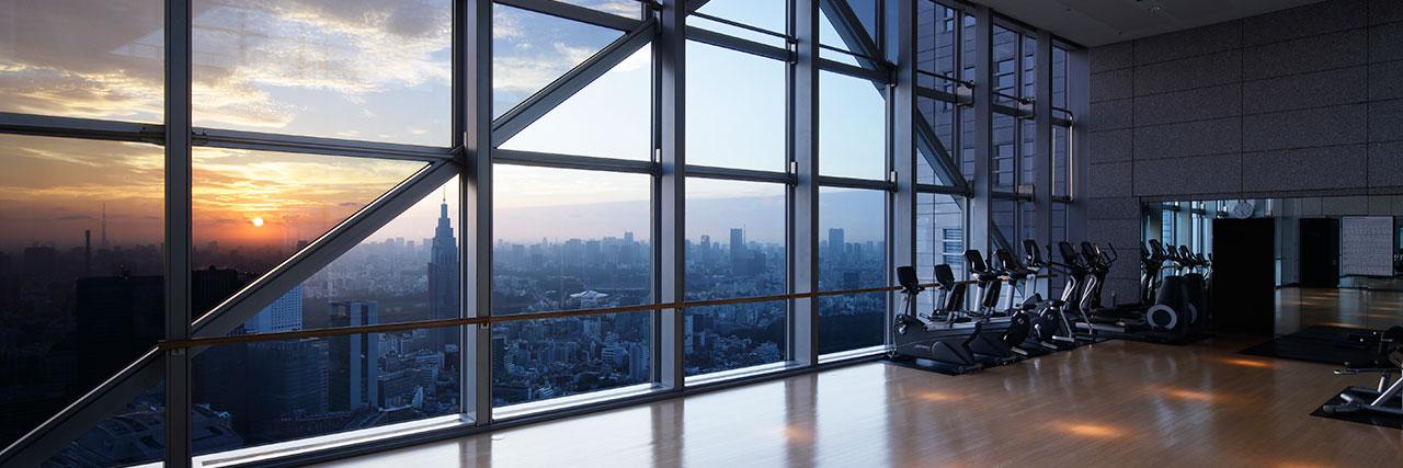 xPark-Hyatt-Tokyo-P348-COTP-Sunrise-from-Aerobics-Studio-1280x427.jpg.pagespeed.ic.HLyXt3eyRR.jpg