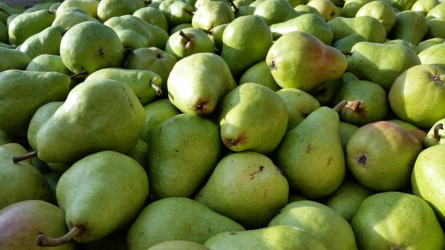 Four - Whole pears contain an amazing number of phytonutrients that are known for lowering the risk of heart disease and type 2 diabetes. The phytonutrients are:  hydroxybenzoic acid, hydroxycinnamic acid, hyrdroxyquinone, flavanol, carotenoid, and, if they are red-skinned, anthocyanin.