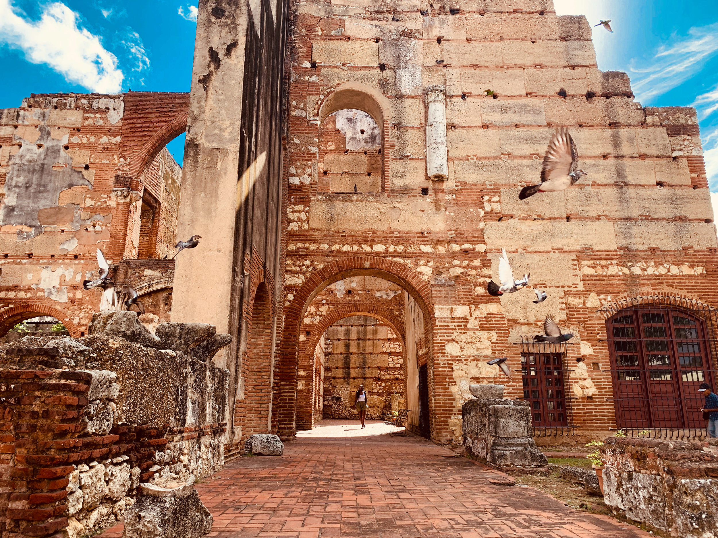 Hospital San Nicolás de Bari | The preserved ruins are home today to hundreds of parrots and pigeons.