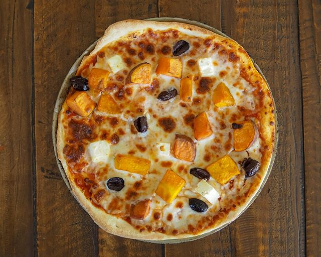 Try out this Pumpkin Supreme pizza next time, it's topped with creamy roasted pumpkins and sweet potatoes, and a sprinkling of feta and olives . . . #pizzamiltonio #milton #pizza #brisbanefood #delicious #local #yummy #vegan