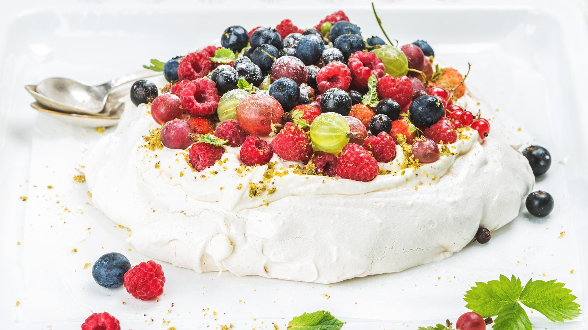 homemade-pavlova-cake-PNQYHL3(sml).jpg