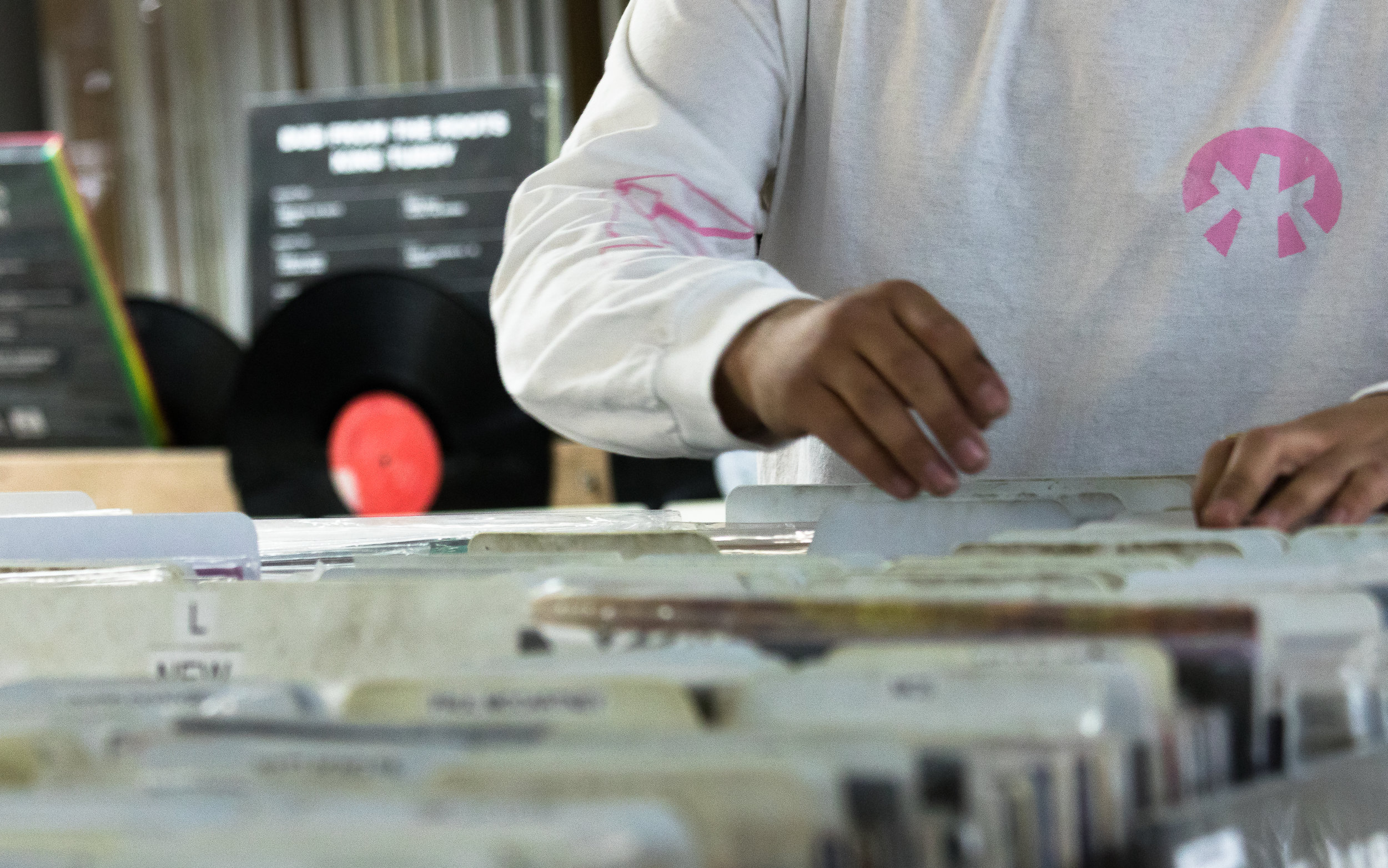 digging in the crates dj izzy