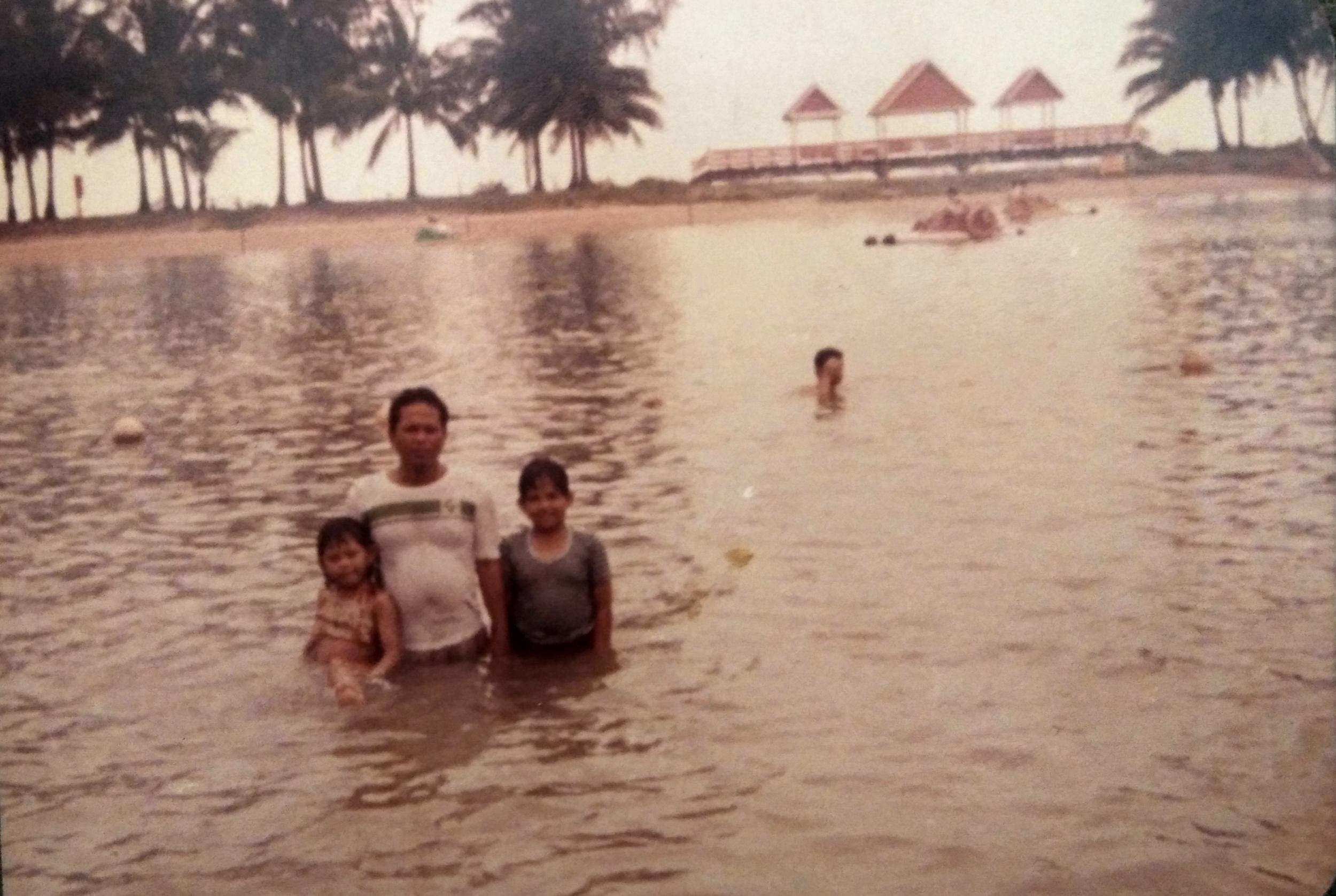Nenek Faridah's husband and children at Pulau Balakang Mati (Sentosa) in the 1980s.