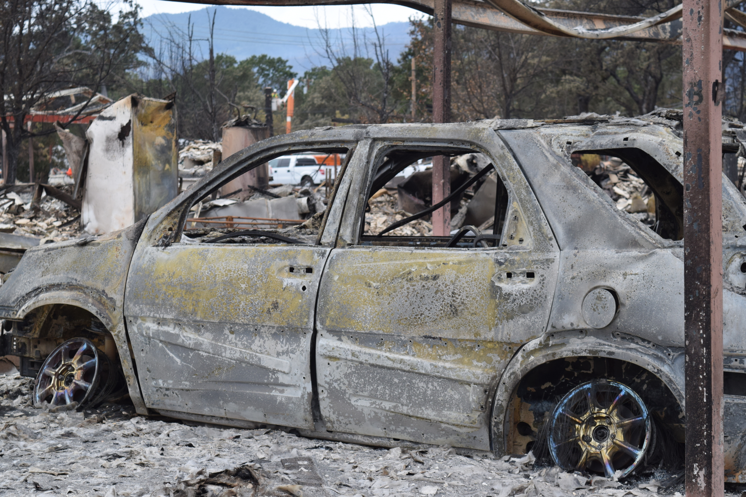 Valley Fire spread fast, kills 4, burns nearly 2000 structures