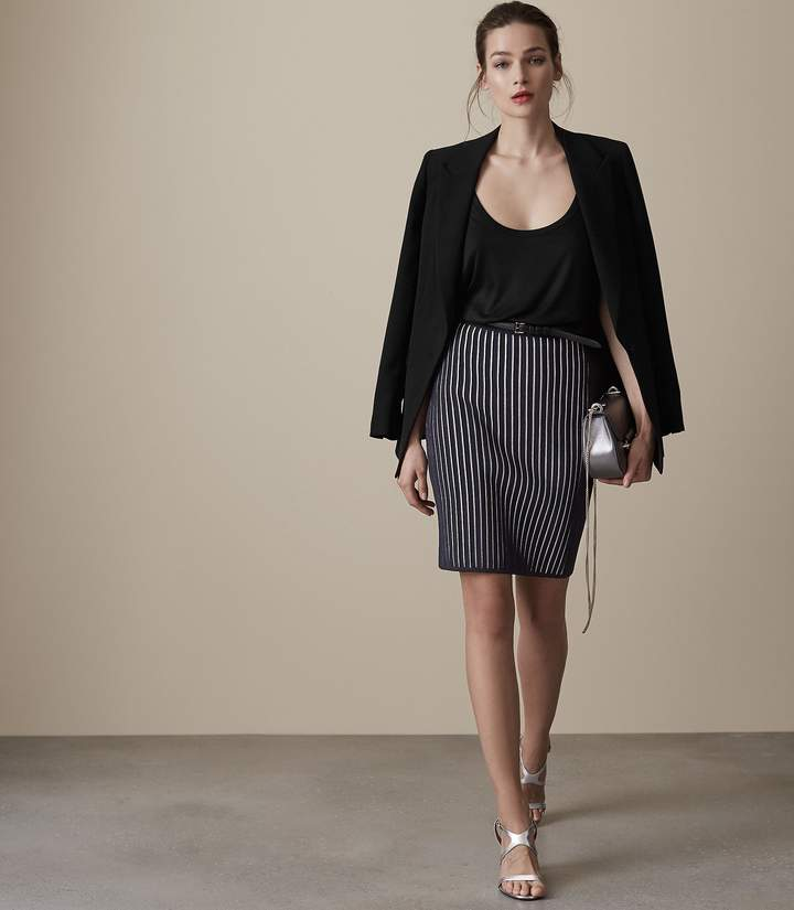 REISS Isabelle - Knitted Pencil Skirt in Night Navy