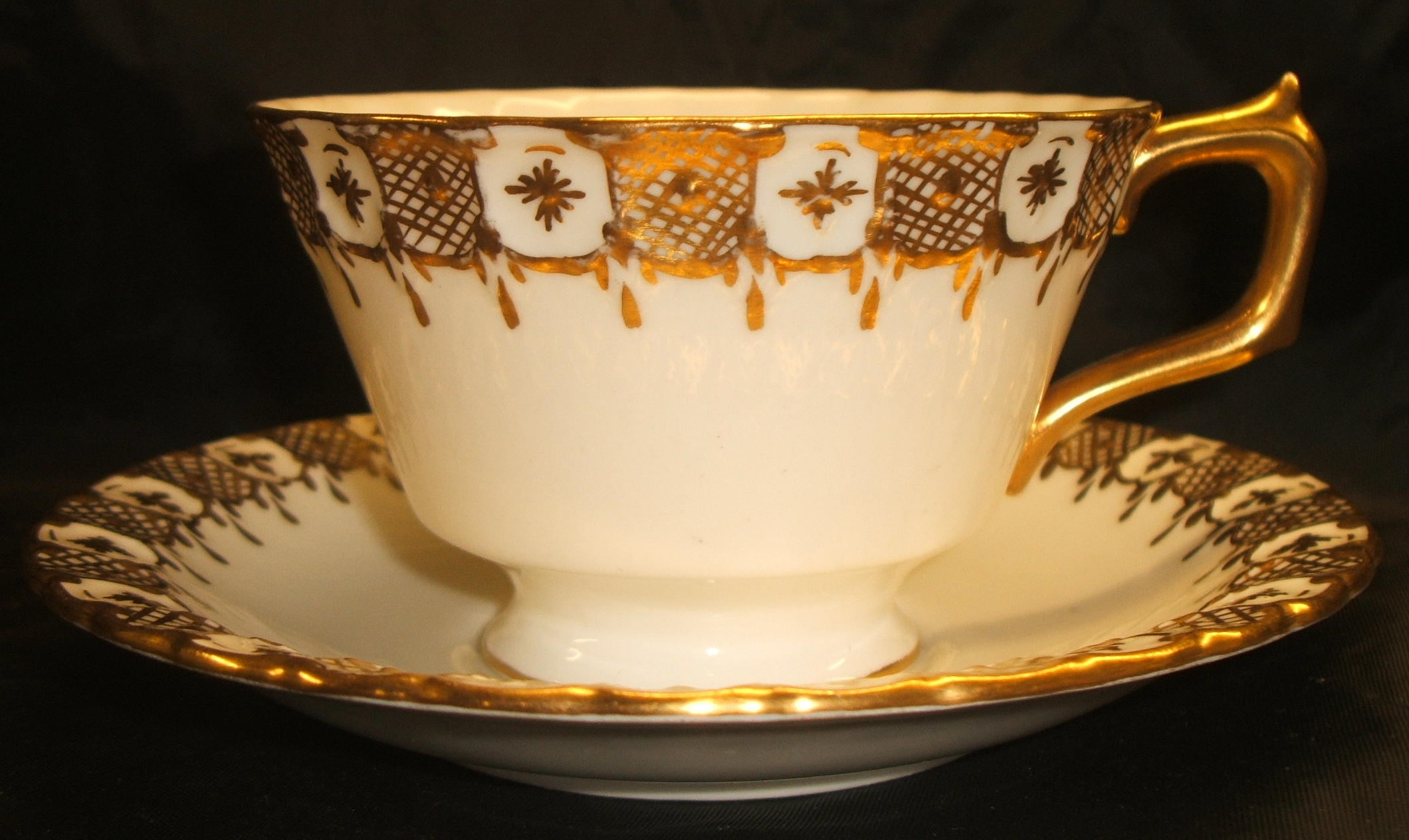 A1066 Heraldic Gold