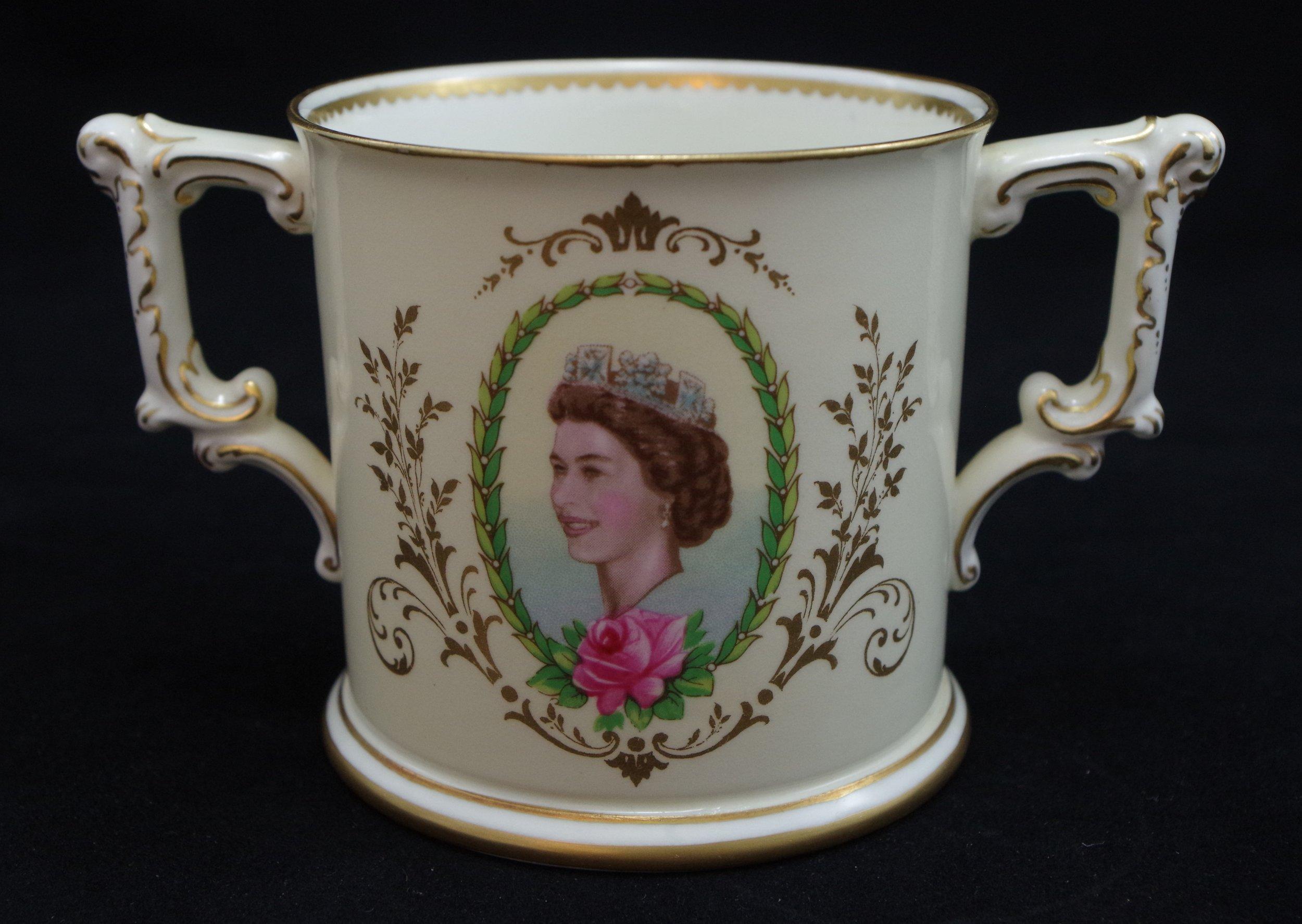 royal-crown-derby-elizabeth-II-coronation-limited-edition-loving-cup-1953