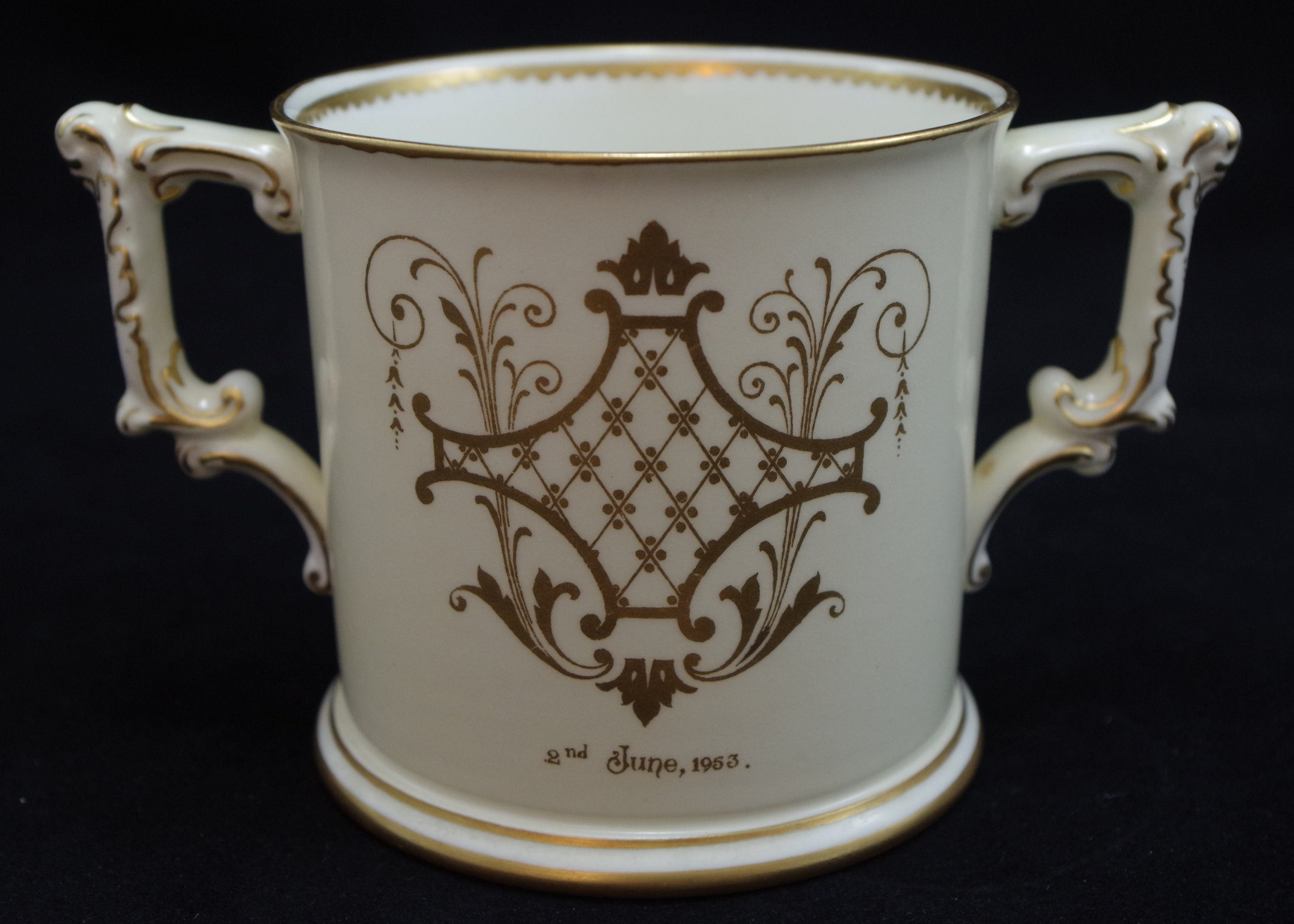 royal-crown-derby-elizabeth-II-coronation-limited-edition-loving-cup-reverse-1953