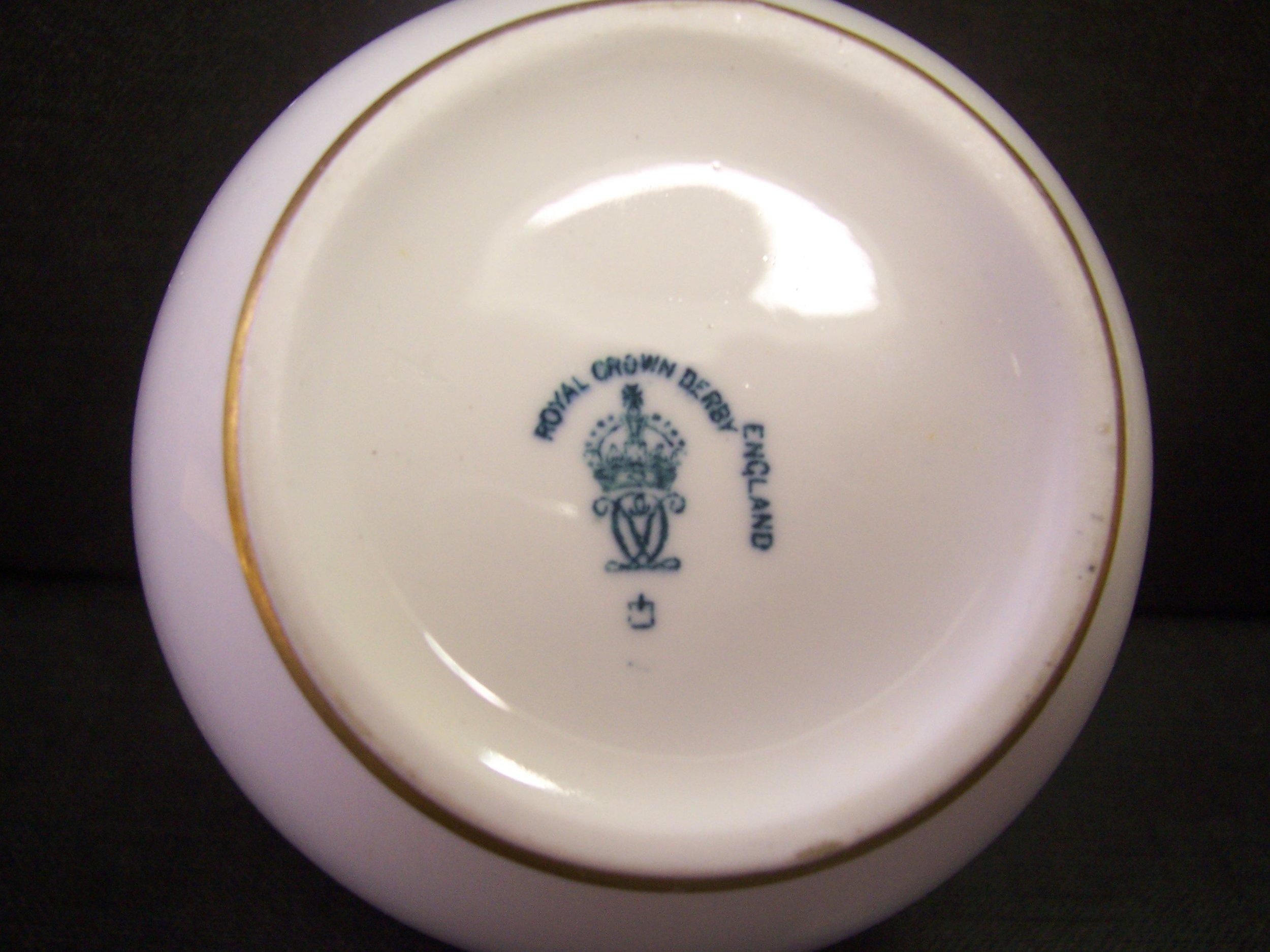 royal-crown-derby-george-V-monogram-royal-yacht-sugar-basin-mark