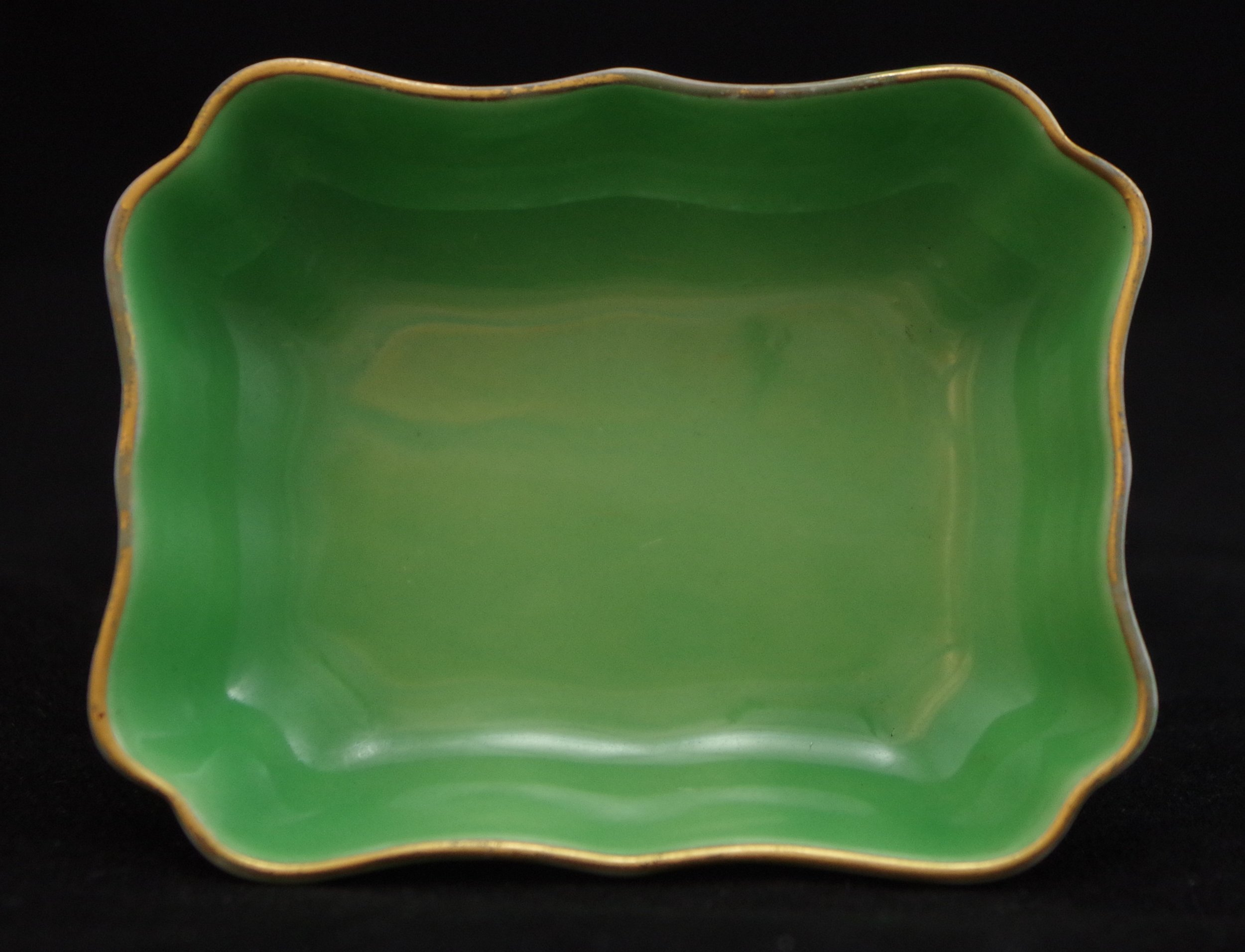 royal-crown-derby-oblong-tray-1800-green-ground