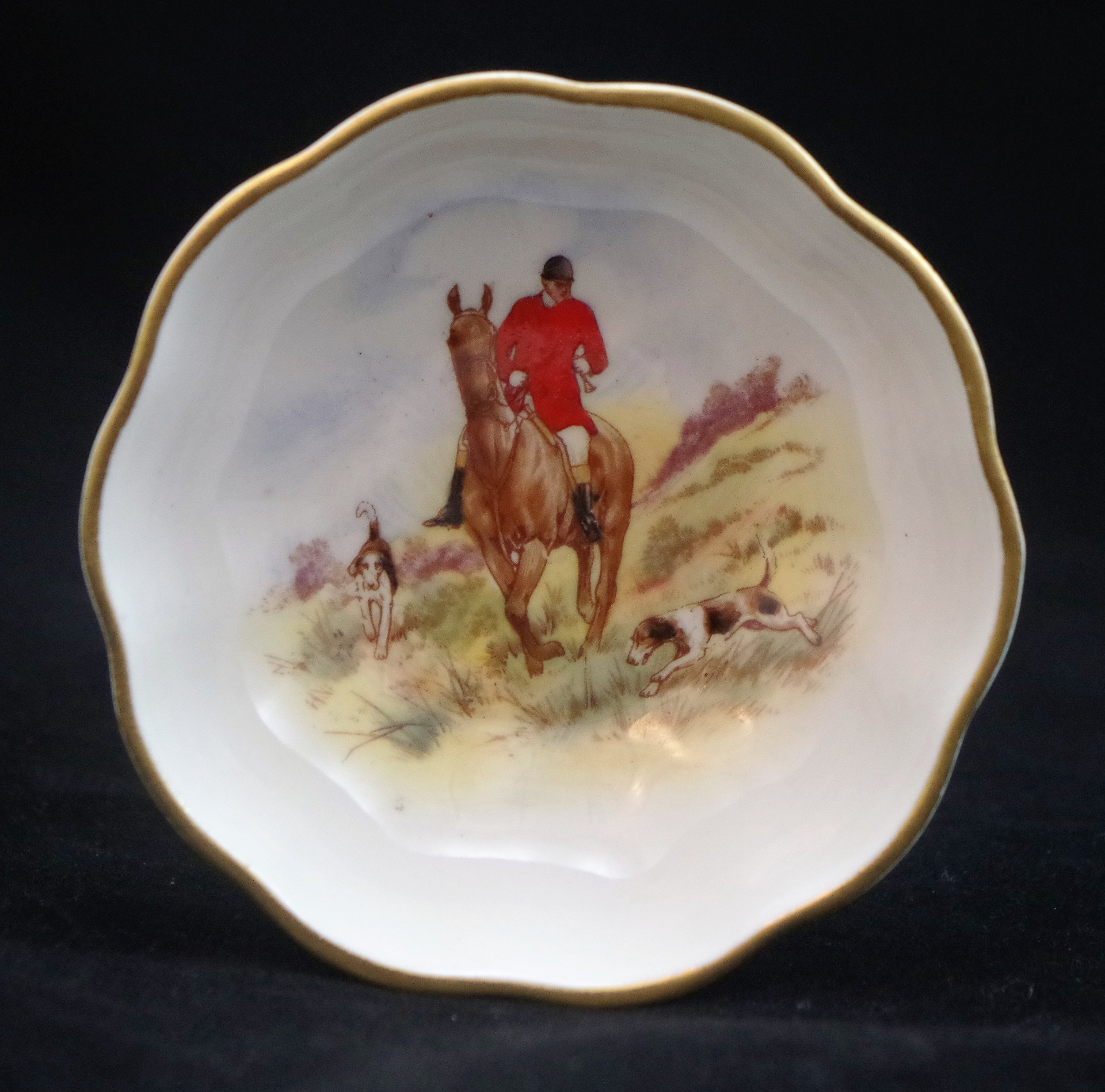 royal-crown-derby-cairns-hunting-scene-a