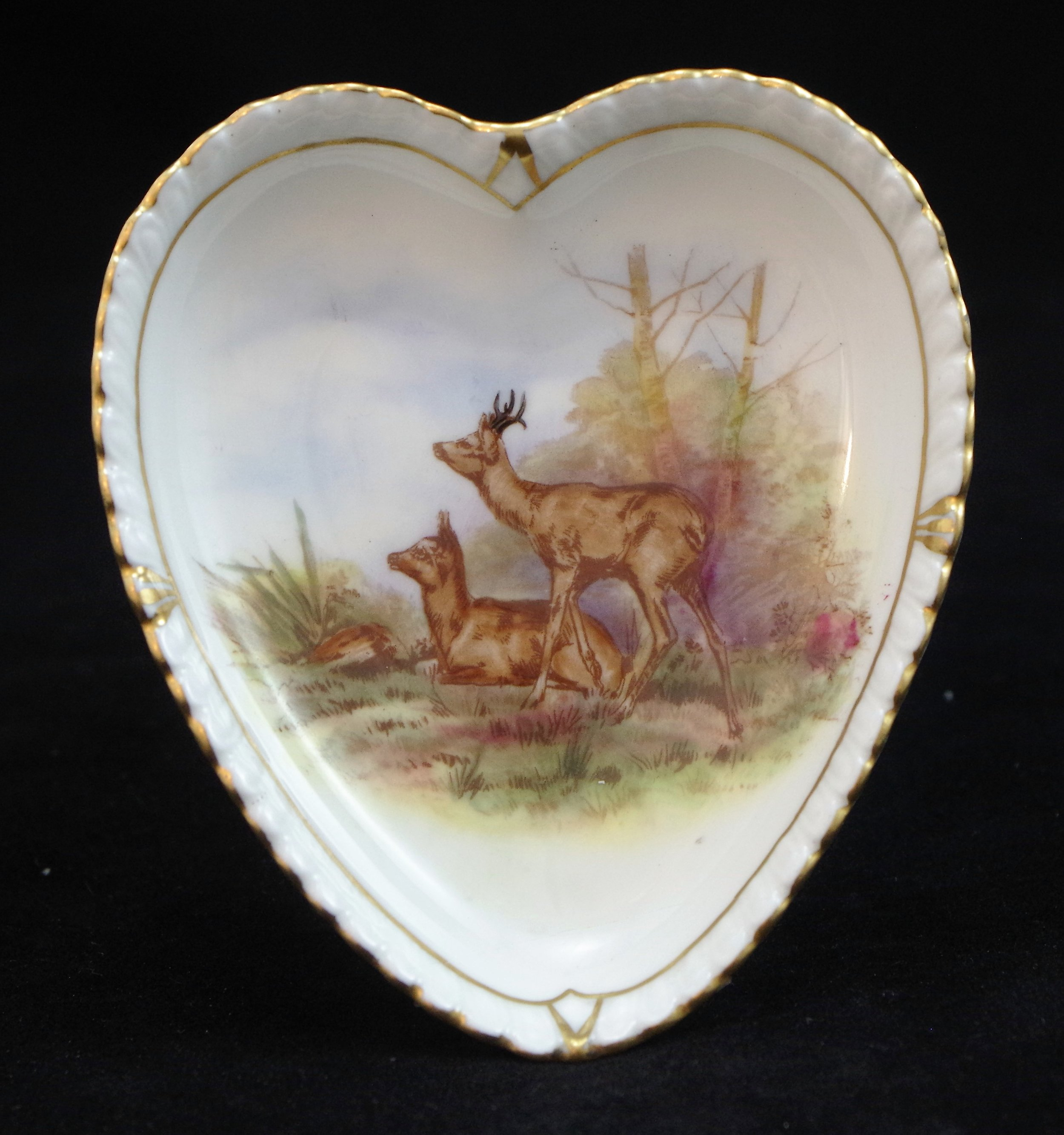 royal-crown-derby-heart-shape-gadroon-tray-deer-hunting-scene