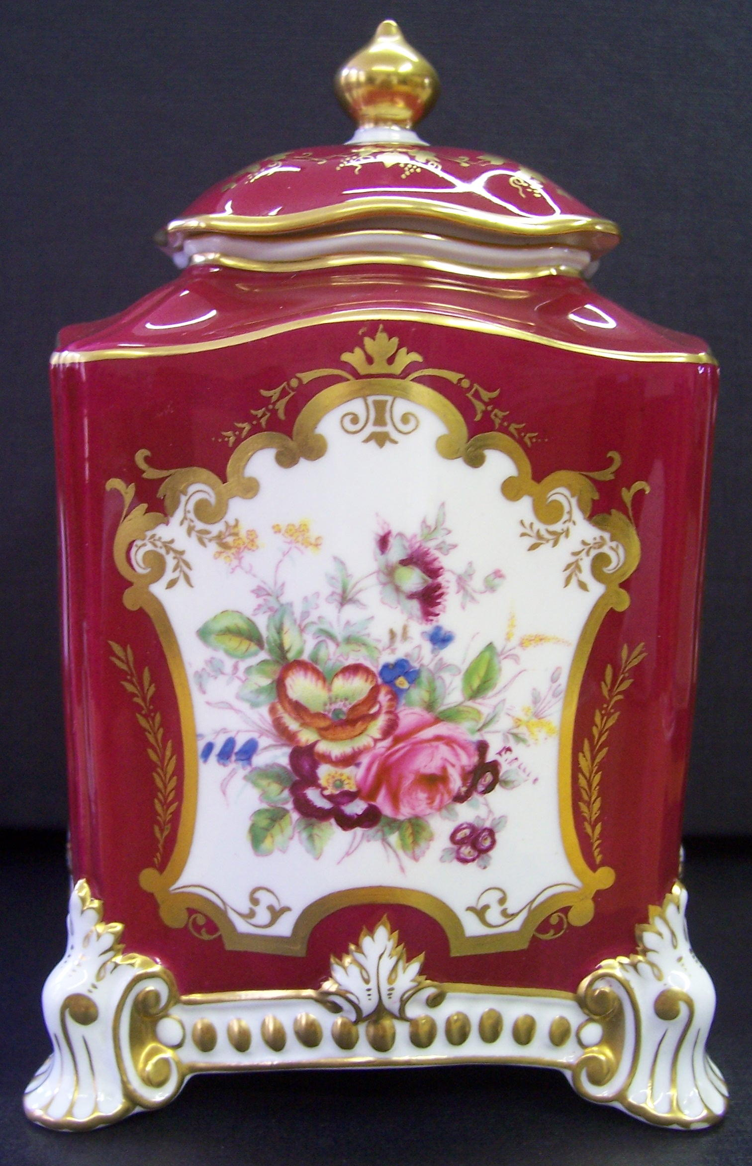 royal-crown-derby-maroon-ellis-caddie-1796-shape