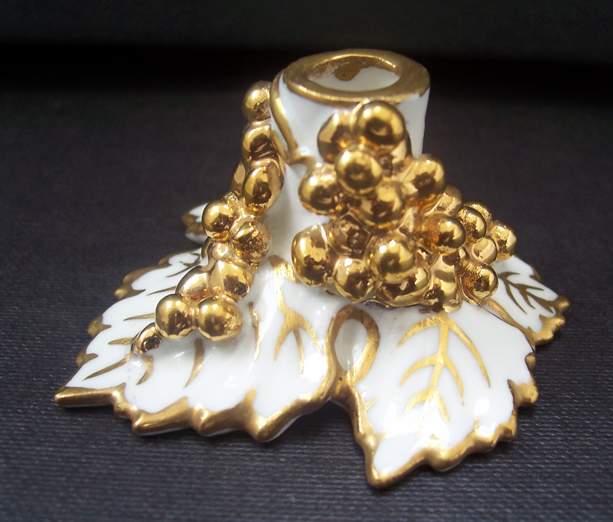 royal-crown-derby-vine-white-and-gold-taper-holder-A775