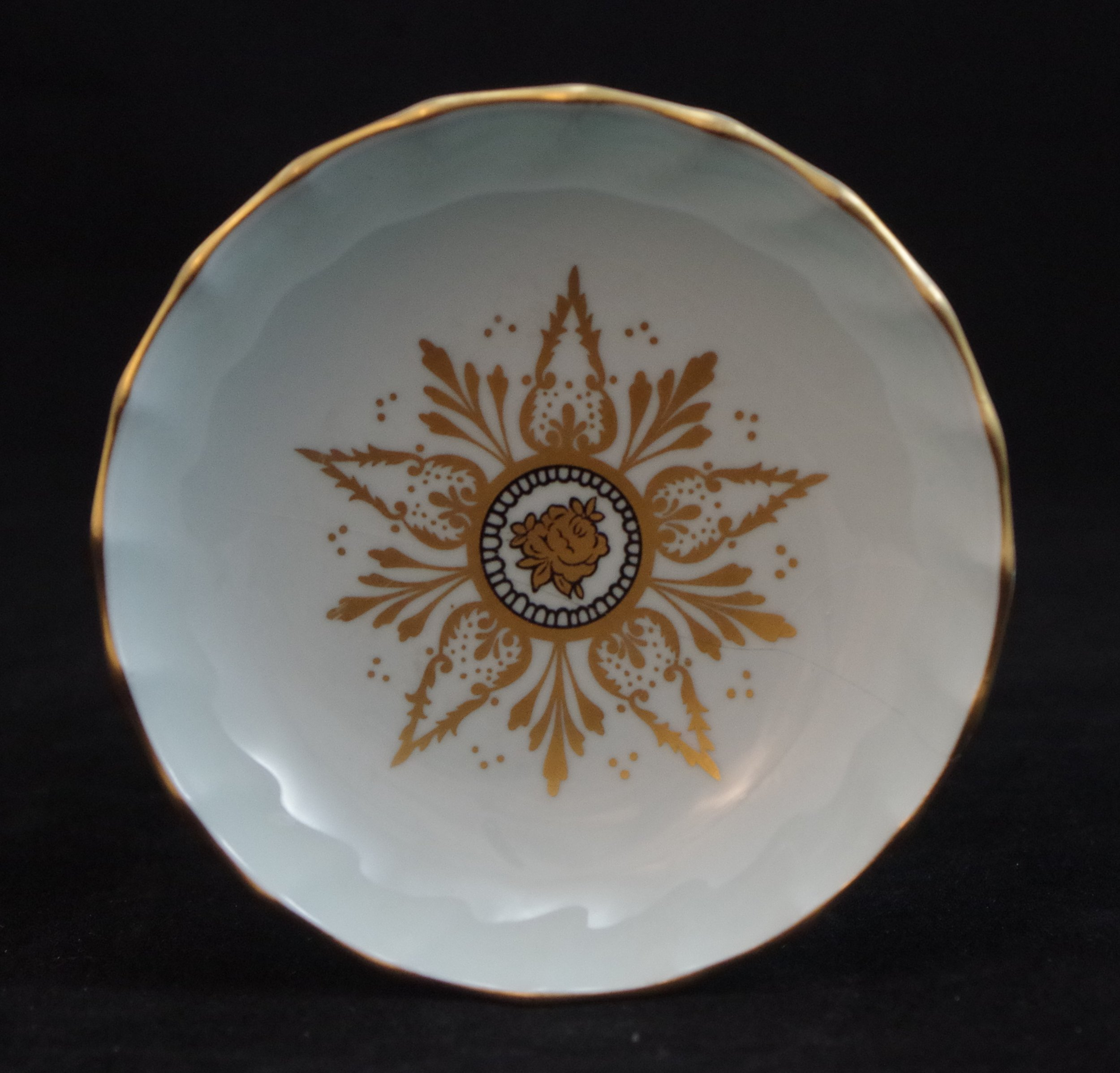 royal-crown-derby-boston-round-tray-celadon-derby-star