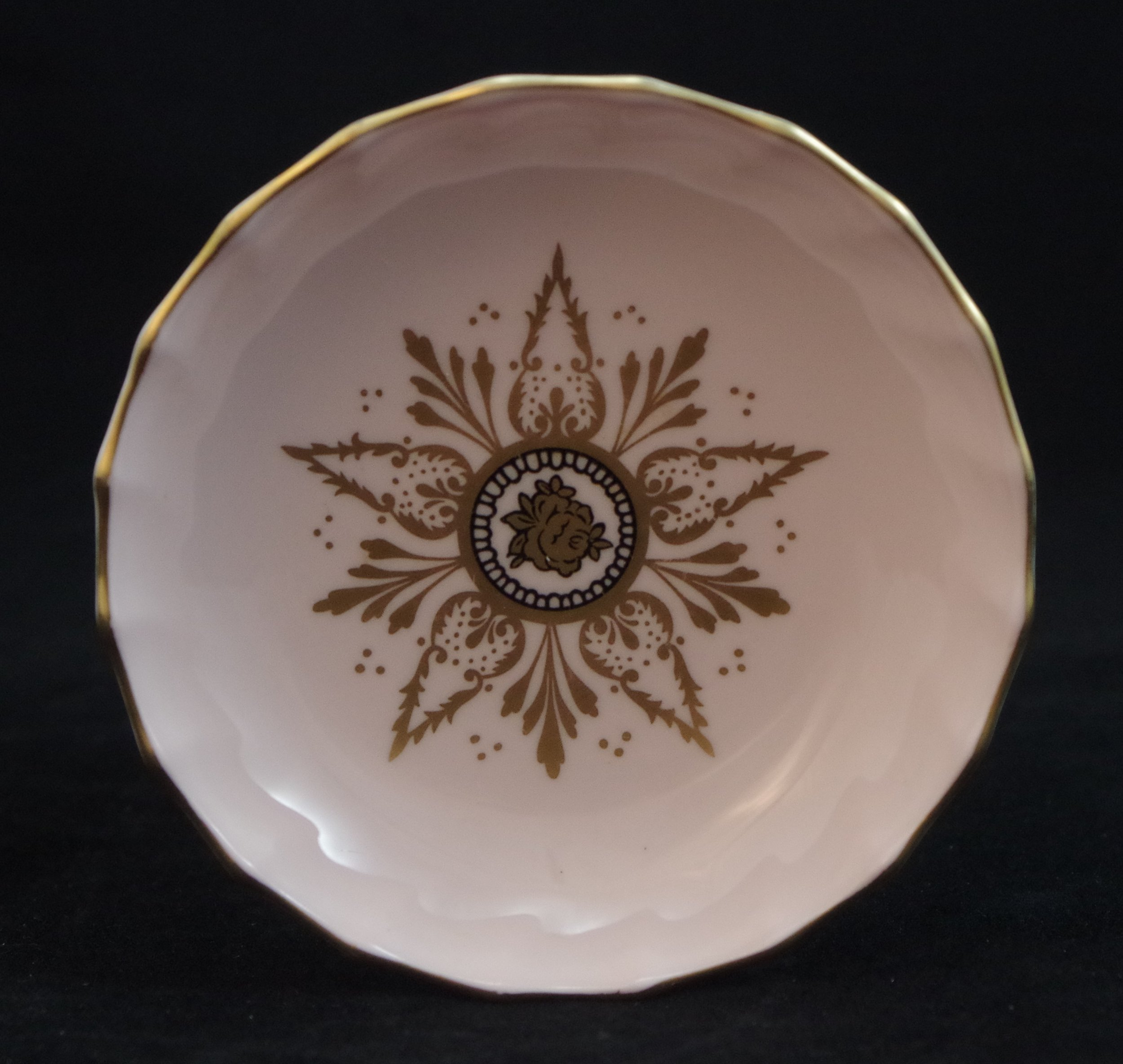 royal-crown-derby-boston-round-tray-salmon-derby-star