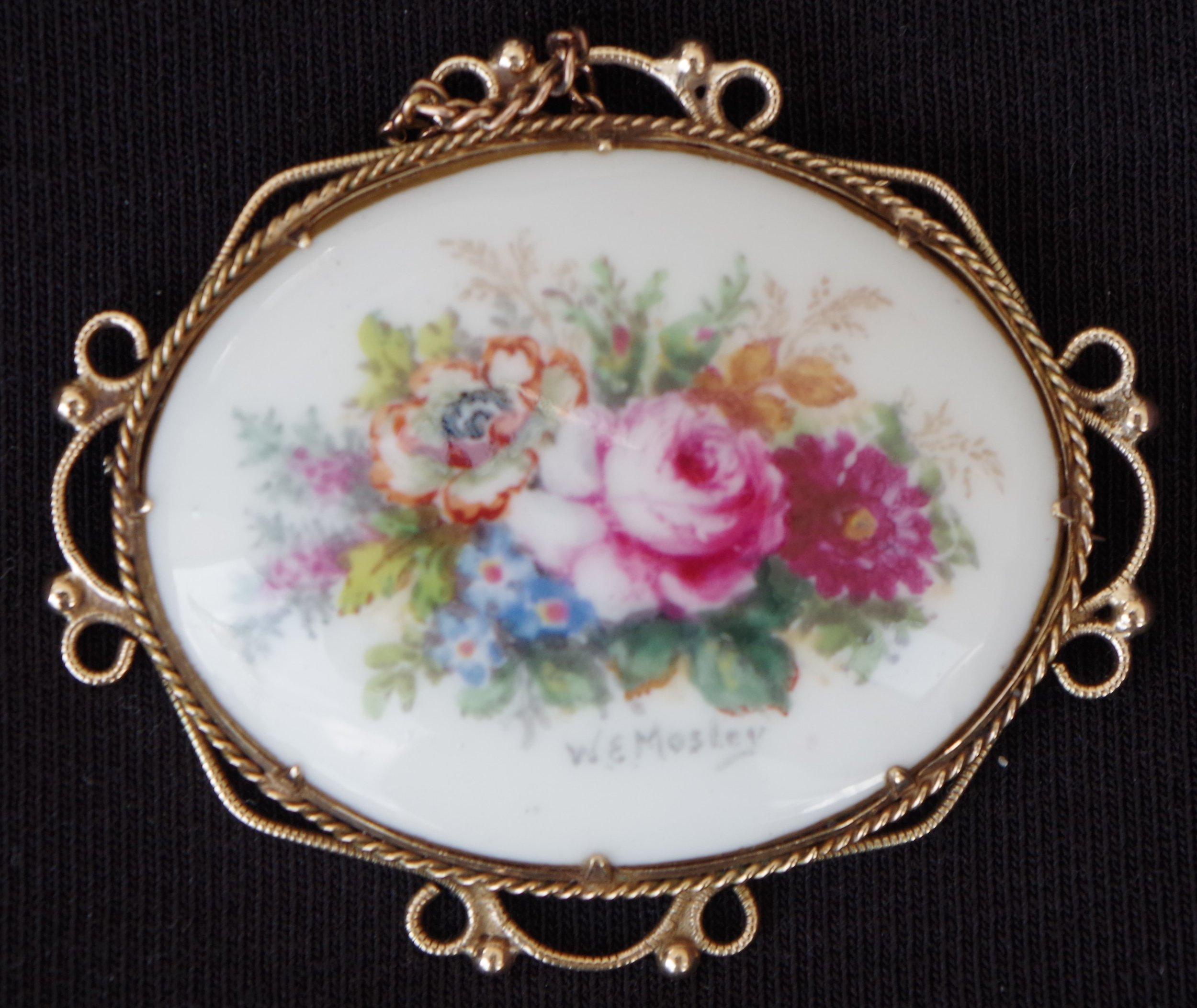royal-crown-derby-brooch-mosley