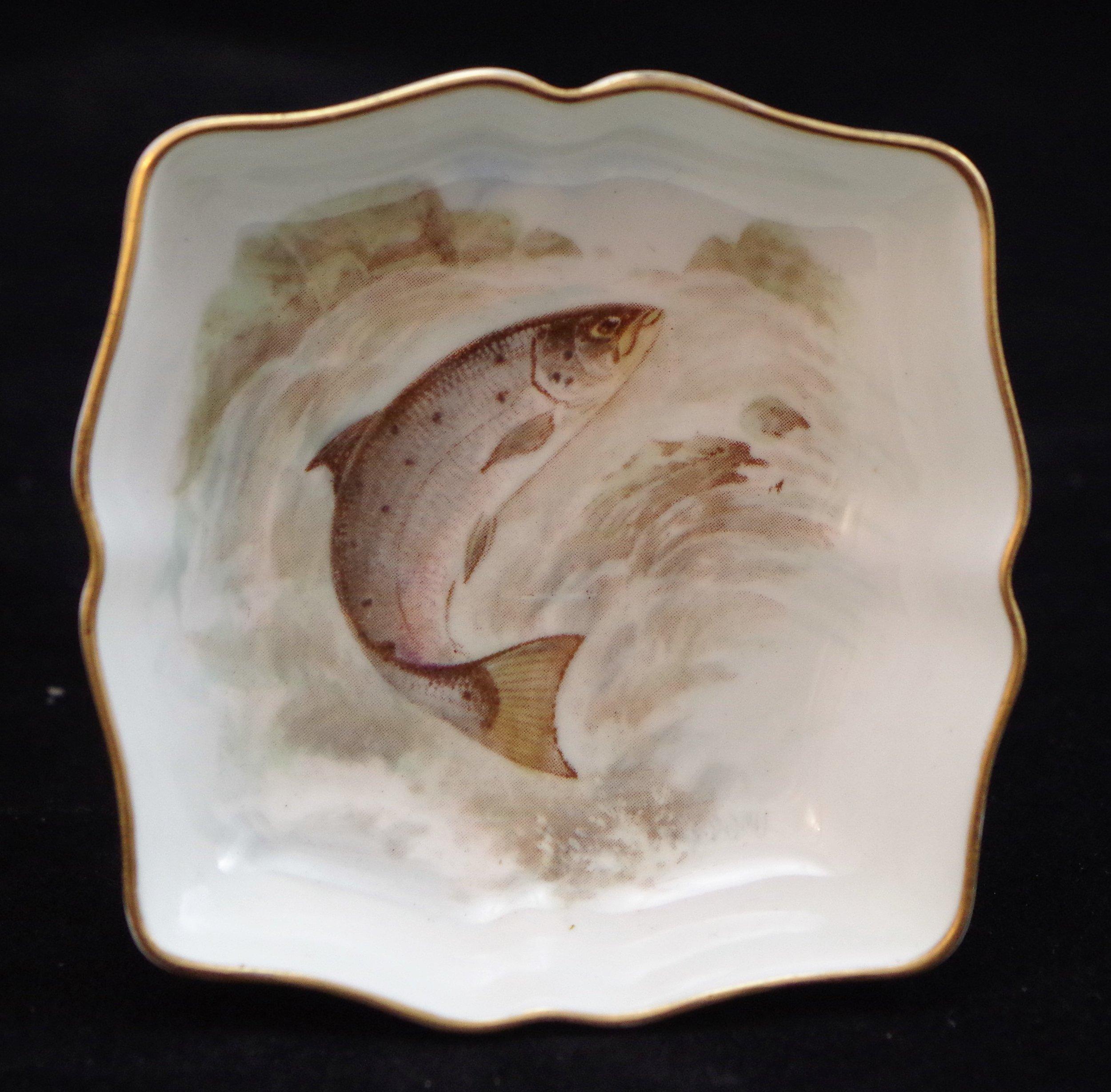 royal-crown-derby-shape-1803-square-salmon