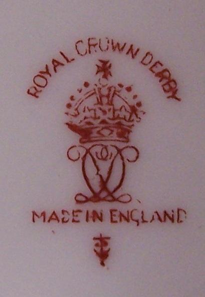royal-crown-derby-box-1754-shape-gresley-jockey-scene-mark