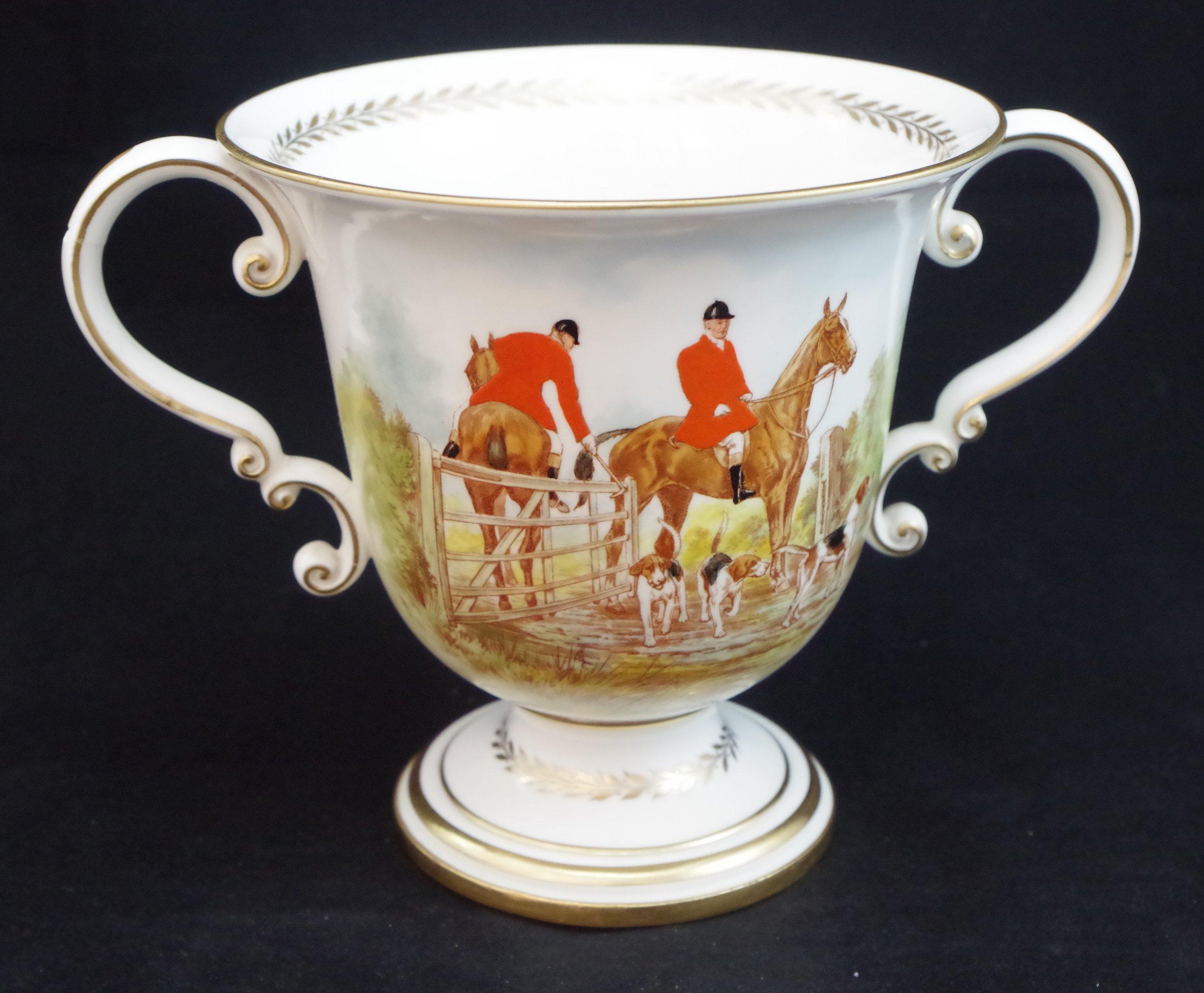 royal-crown-derby-large-trophy-vase-hunting-scene